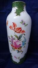 alte Porzellan Vasen,  Tischvase, Blumendekor, mit Bienenkorb gemarkt, 27,5 cm