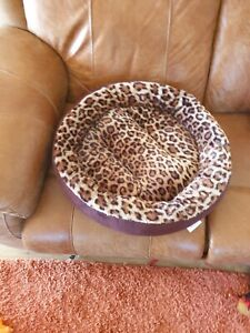 Round Pet bed cat or small dog
