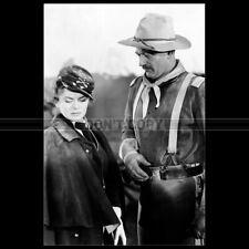 Photo F.000162 JOHN WAYNE & JOANNE DRU (SHE WORE A YELLOW RIBBON) 1949