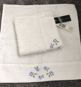 BNWT SET OF 2 Tesco F&F FACE CLOTHS/LOVELY EMBROIDERED GIFTS WHITE/BLUE FLOWERS