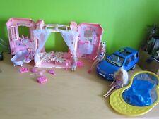 Paket Barbie singendes Schloss tragbares Haus Auto Kombi Pool Zubehör 3 Puppen