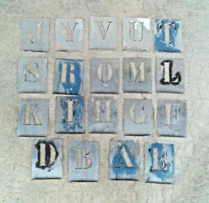 lot ancien pochoir métal  zinc industriel alphabet pour piece