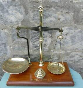 Antique Scales & Weights. Brass Beam & Mahogany. W & T Avery Ld.. C. 1900 (230)