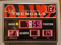 LIGHTED ELECTRIC Cincinnati Bengals WALL CLOCK TEMPERATURE DATE SCOREBOARD 19x14