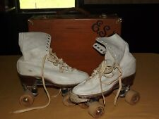 VINTAGE UNION HARDWARE SIZE 8 1/2 WHITE BOOT ROLLER SKATES IN WOOD BOX