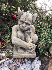 Skulptur Gargoyle sitzend Antik Look Kunst Sandstein Steinguß H 70 GRAU