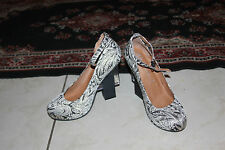 JEFFREY CAMPBELL NEUTRA IN BLACK GOLD FLORAL FABRIC HEELS SIZE 8.5