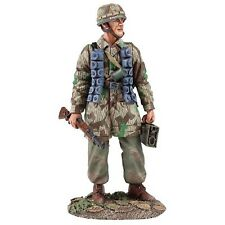 BRITAINS SOLDIERS 25039 - German Fallschirmjager with K-98 No.1