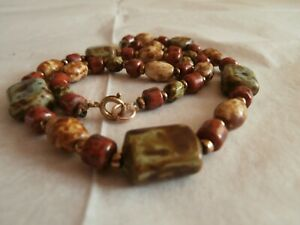 Vintage polished stone necklace pretty colours greens,creams,browns