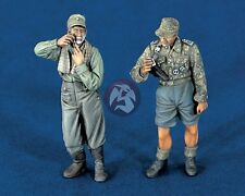 "Verlinden 1/35 ""Morning"" German Soldiers Shaving Washing Up WWII (2 Figs.) 1241"