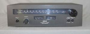 Tuner  stéréophonique  vintage  Akai AT-2200
