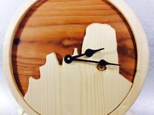 Orologio moderno da parete o da tavolo in legno di Larice e Abete