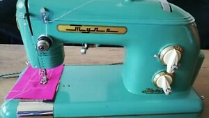 VINTAGE TULA MODEL1 SEWING MACHINE DEVICE PORTABLE CASE AND FOOTPEDAL USSR CCCP