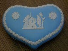 Wedgwood Jasperware-blu a forma di cuore con coperchio portagioie in v.g.c. spedizione gratuita nel Regno Unito