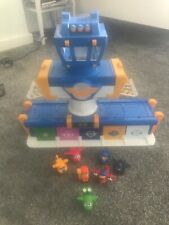 super wings Airport play set with 7 mini figures
