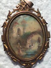 pendentif  peinture  scène du XVIII ème siècle  monture laiton