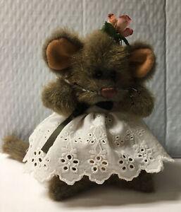 Vintage GANZ Cottage Collectibles Girl Mouse Mozzarella 1996 Free Shipping F4