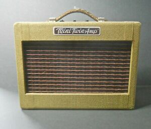 Fender Mini '57 Twin-amp for guitar. Tweed covered wooden cabinet. Battery/mains