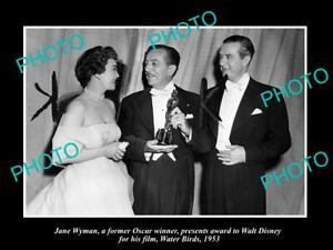 OLD POSTCARD SIZE PHOTO OF WALT DISNEY WINNING HIS OSCAR AWARD 1953 WATER BIRDS