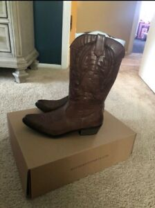 New in box womens brown cowboy boots by coconuts size 7.5