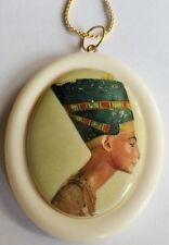 Pendentif collier camée vintage roi prêtre égyptien ancien résine quadri A17