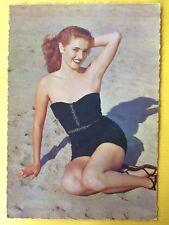 Vintage Postcard Pin Up 1970s - Mooie vrouw in badpak op strand - Brunette
