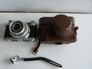 1953 West German Diax Standard 35mm Camera with case. Scarce