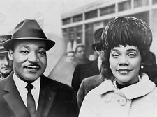 PHOTOGRAPH PRESS MARTIN LUTHER KING JUNIOR CORETTA SCOTT POSTER PRINT LV11088