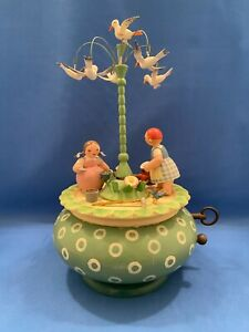 "ERZGEBIRGE Wendt Kuhn THORENS Music Box ""Garden Work"" Carved Wood Germany"
