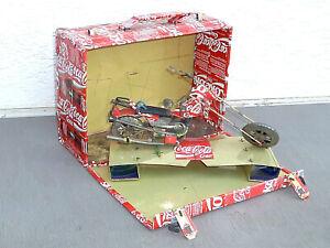 Coca Cola Koffer mit Motorrad aus Recyclingblech / Konservendosen