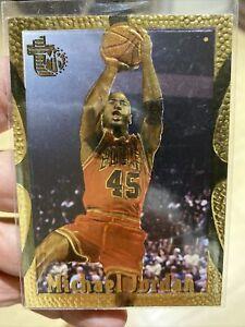 1994-95 Topps Embossed Golden Idols Michael Jordan Card #121 Near Mint-Mint