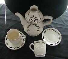 PARTYLITE CHRISTMAS TEAPOT w  2 CUPS 2 SAUCERS CANDLEHOLDER ~RETIRED & BEAUTIFUL