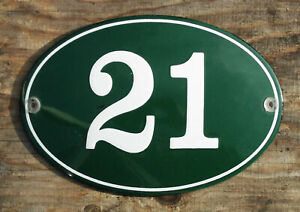 HOUSE NUMBER 21, CLASSIC ENAMEL SIGN. CREAM No.21 ON A GREEN BACKGROUND.16x11cm.