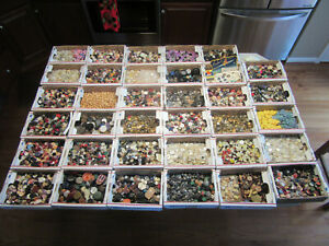 Lot of 26,500+ VINTAGE & ANTIQUE  Mixed Buttons Metal, Bakelite, Wood & More