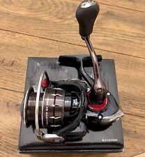 NEW DAIWA Ballistic EX 2500 Spinning Fishing Reel 5.6:1 BLS-EX2500H ON SALE