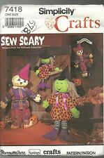 SIMPLICITY CRAFTS #7418 NEW AND UNCUT PATTERNS DECORATIVE SCARECROW & WITCH