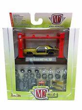 M2 Machines Model Kit R6 AUTO-LIFT 1971 PLYMOUTH HEMI CUDA 1:64 Diecast Car