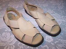 Vtg Ladies Shoes Comfort Flat Beige Material Sz 9W Active Air Euc Sandals