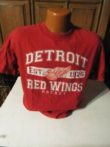 MENS / ADULT  OLD TIME HOCKEY DETROIT RED WINGS T SHIRT SIZE MEDIUM