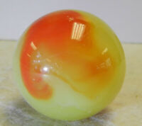 #13067m Vintage Akro Agate Cherryade Corkscrew Shooter Marble Glows .97 In