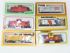 LOT - 6 HO Scale Assorted Freight B&M ATSF SRLX URTX Reefers Caboose & More