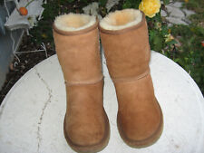 UGG Classic Short Boots chestnut suede sheepskin lining 5825 Women Size 6