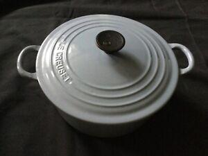 Le Creuset 22 blue round lidded casserole dish