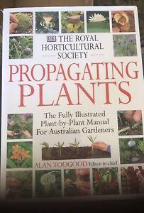 Royal Horticultural Society Propagating Plants (RHS) by Alan Toogood