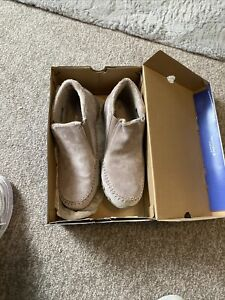 Size 7 Skechers Trainers