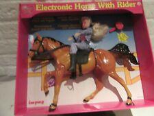 Pretty Girl  Electronisch paard met ruiter.