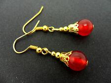 Un par de cortos Dangly Rojo Jade Oro Plateado pendientes.