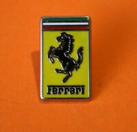 Pin's lapel pin pins Car Voiture LOGO EMBLEME FERRARI   ZAMAC