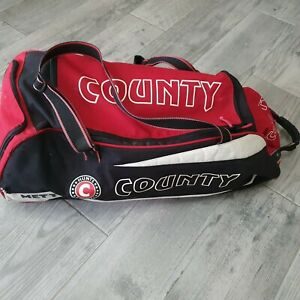 Hunts County Cricket Bag Mettle Kids with some gear see photos
