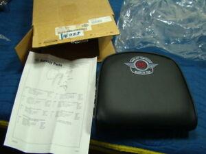 EP13087 Harley FLST 95th Anniver sissy bar pad 52881-98